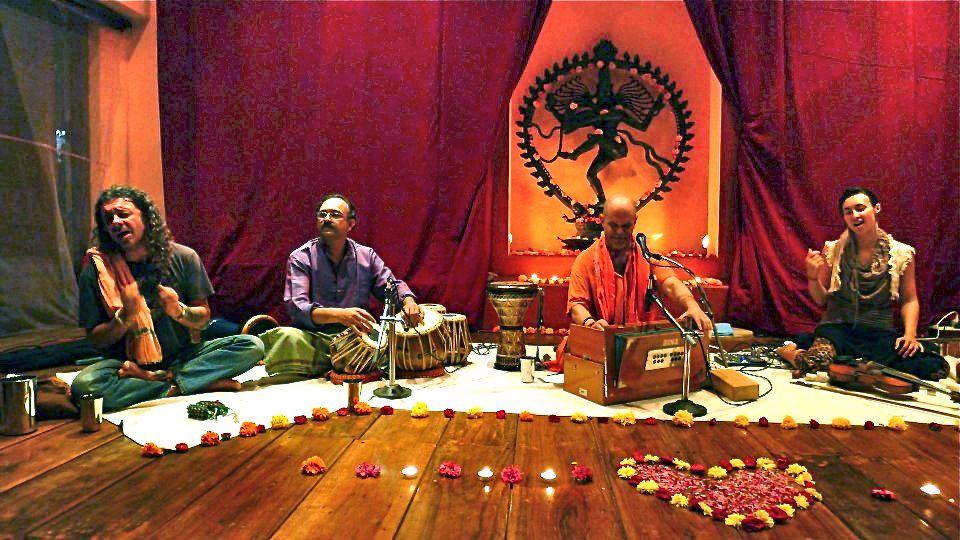 kirtan-with-geoffrey-india